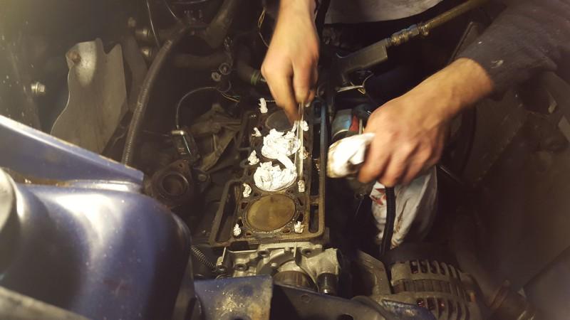 Clio 1.2 kop verwijdert en schoonmaken